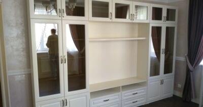 Стінка у вітальню с дзеркальними вітринами