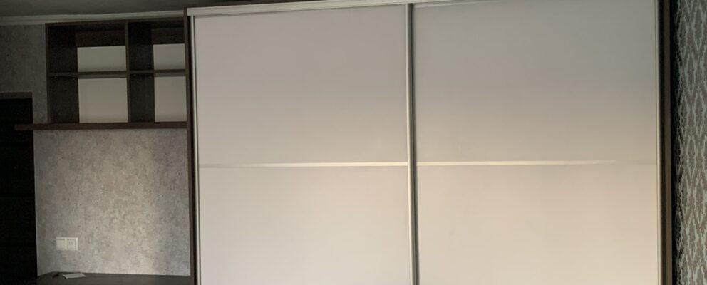 Стінка з шафою купе в зал